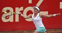 BOGOTA - COLOMBIA - 16-04-2016: Irina Falconi de Estados Unidos, devuelve la bola a Lara Arruabarrena de España, durante partido por el Claro Colsanitas WTA, que se realiza en el Club El Rancho de Bogota. / Irina Falconi of United States, returns the ball to Lara Arruabarrena of Spain, during a match for the WTA Claro Colsanitas, which takes place at Club El Rancho de Bogota. Photo: VizzorImage / Luis Ramirez / Staff.