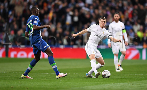 12.04.2016. Madrid, Spain. UEFA Champions League, quarterfinal second leg. Real Madrid versus VfL Wolfsburg.   Josuha Guilavogui (VfL Wolfsburg) and Toni Kroos(Real Madrid)