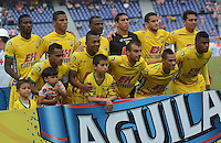 BARRANQUILLA - COLOMBIA -10 -05-2015: Los jugadores Atletico Huila posan para una foto durante partido entre Atletico Junior y Atletico Huila por la fecha 19 por la Liga Aguila I 2015, jugado en el estadio Metropolitano Roberto Melendez de la ciudad de Barranquilla. / The player of Atletico Huila pose for a photo during a match between Atletico Junior and Atletico Huila for the date 19th of the Liga Aguila I 2015 at the Metropolitano Roberto Melendez Stadium in Barranquilla city. Photo: VizzorImage  / Alfonso Cervantes / Str