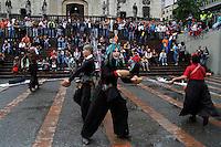 MANIZALES-COLOMBIA. 04-09-2013. La compañía DC ARTE, durante la presentación de la obra IMPOSTORES, en la Plaza de Bolíva de Manizales durante el XXXVI Festival Internacional de Teatro de Manizales, Colombia./ Presentation of the work IMPOSTORES by DC ARTE company at Bolivar squarein manizales during the XXXVI International Theatre Festival of Manizales, Colombia. Photo: VizzorImage/Yonboni/STR