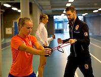 Februari 04, 2015, Apeldoorn, Omnisport, Fed Cup, Netherlands-Slovakia, Fysio Edwin Visser with Richel Hogenkamp and Arantxa Rus (M)<br /> Photo: Tennisimages/Henk Koster