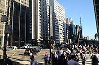 SAO PAULO, 29 DE JUNHO DE 2012 - CLIMA TEMPO SP - Manha de tempo aberto e temperaturas em elevacao na Avenida Paulista, regiao central da capital. FOTO: ALEXANDRE MOREIRA - BRAZIL PHOTO PRESS