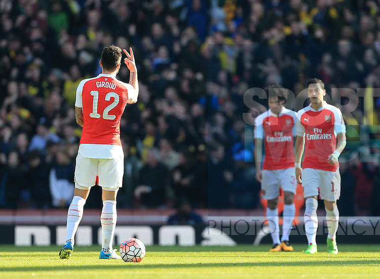 Arsenal's Olivier Giroud raises two fingers to his teamates after they go 1-0 down during the Emirates FA Cup match at The Emirates Stadium.  Photo credit should read: David Klein/Sportimage