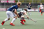 AMSTELVEEN  -  Boris Burkhardt (Adam) met Morris de Vilder (Pinoke)   Hoofdklasse hockey heren ,competitie, heren, Amsterdam-Pinoke (3-2)  . COPYRIGHT KOEN SUYK