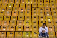 SÃO PAULO, SP, 04 DE JULHO DE 2012 - TAÇA LIBERTADORES DA AMÉRICA - CORINTHIANS x BOCA JUNIORS: Torcida do Corinthians chega ao estádio antes partida  Corinthians x Boca Juniors, válida pela final da Taça Libertadores da América em jogo realizado no Estádio do Pacaembú em São Paulo. FOTO: LEVI BIANCO - BRAZIL PHOTO PRESS