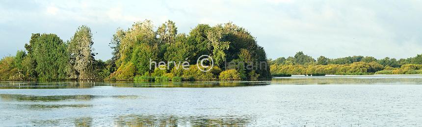 France, Indre (36), parc naturel régional de la Brenne, Rosnay, l'étang Massé // France, Indre, Natural Parc of the Brenne, Rosnay, pond of Masse