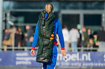 AMSTELVEEN - De geblesseerde Caia van Maasakker (SCHC) doet mee aan de warming-up  maar verlaat het veld voor  de competitie hoofdklasse hockeywedstrijd dames, Pinoke-SCHC (1-8) . COPYRIGHT KOEN SUYK