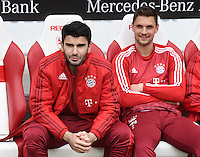 Fussball  1. Bundesliga  Saison 2015/2016  29. Spieltag  VfB Stuttgart  - FC Bayern Muenchen    09.04.2016 Serdar Tasci (li, FC Bayern Muenchen) und Torwart Sven Ulreich (re, FC Bayern Muenchen) auf der Ersatzbank