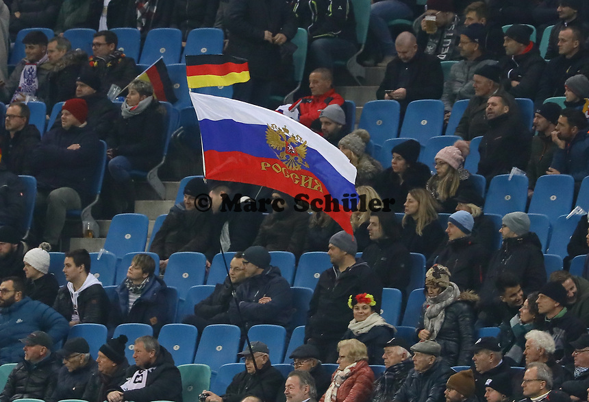 Deutsche und russische Fahne  - 15.11.2018: Deutschland vs. Russland, Red Bull Arena Leipzig, Freundschaftsspiel DISCLAIMER: DFB regulations prohibit any use of photographs as image sequences and/or quasi-video.