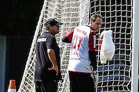SAO PAULO, SP, 13.05.2014 - TREINO SAO PAULO - Muricy Ramalho (E) e Rogerio Ceni durante treino do Sao Paulo FC no Centro de Treinamento da Barra Funda na regiao oeste de Sao Paulo, nesta terca-feira, 13. (Foto: William Volcov / Brazil Photo Press).