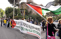 Roma, 15 Maggio 2011.Associazioni per la Palestina improvvisano un presidio davanti l'ambasciata israeliana per protestare contro la violenta repressione alle manifestazioni in Palestina  durante l'anniversario della Nakba