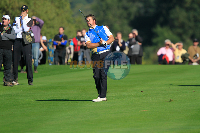 Graeme McDowell plays his 2nd shot on the 16th hole in Match 12 of the Singles Matches during the Final Day of the The 2010 Ryder Cup at the Celtic Manor, Newport, Wales, 3rd October 2010..(Picture Eoin Clarke/www.golffile.ie)