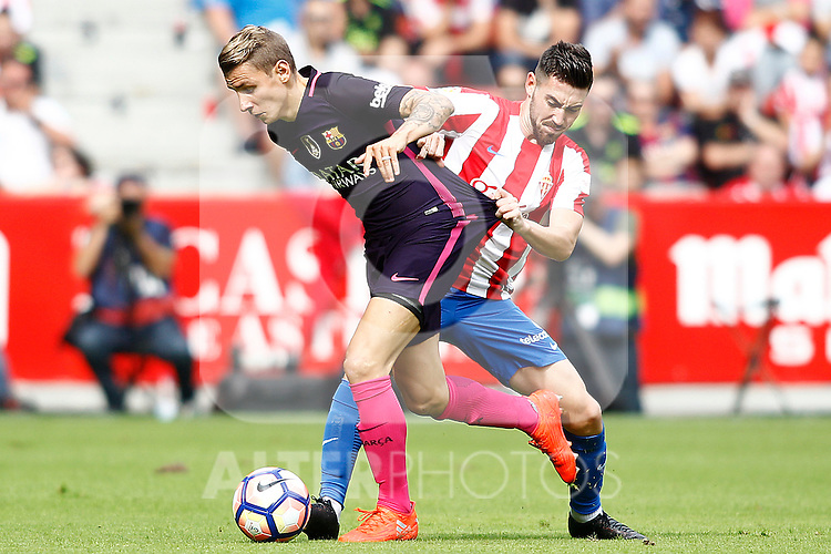 Sporting de Gijon's Moi Gomez (r) and FC Barcelona's Lucas Digne during La Liga match. September 24,2016. (ALTERPHOTOS/Acero)