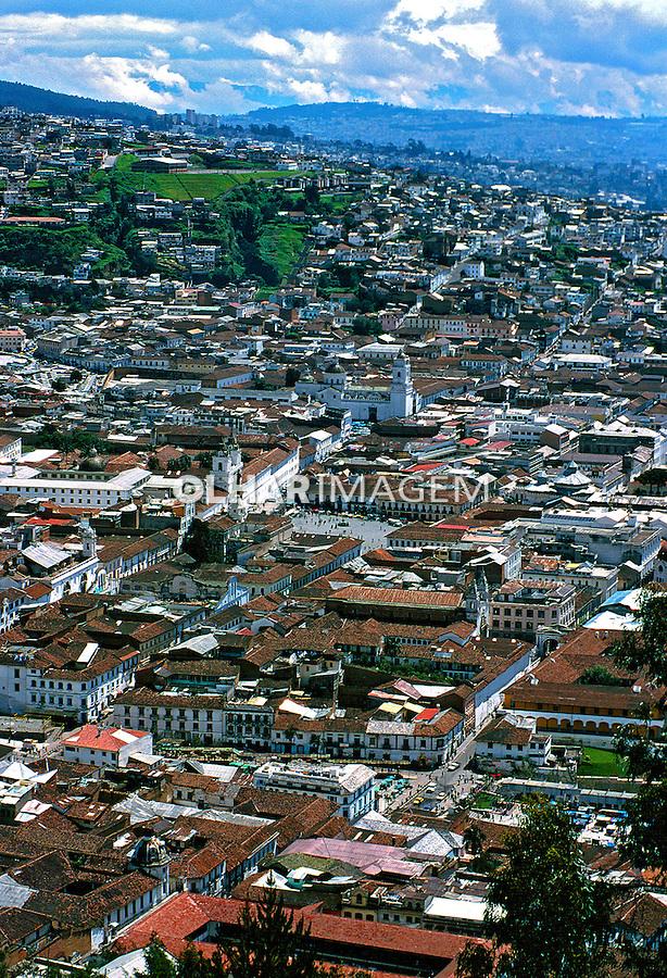 Vista da cidade velha de Quito, Equador. Foto de Juca Martins. Data. 1997.