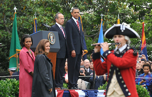 United States President Barack Obama, Mexican President Felipe Calderon, U.S. First Lady Michelle Obama and Mexican First Lady Margarita Zavala watch as the Fife and Drum Corp perform during Calderon's welcoming ceremony on the South Lawn of the White House in Washington on Wednesday, May 19, 2010. .Credit: Kevin Dietsch - Pool via CNP