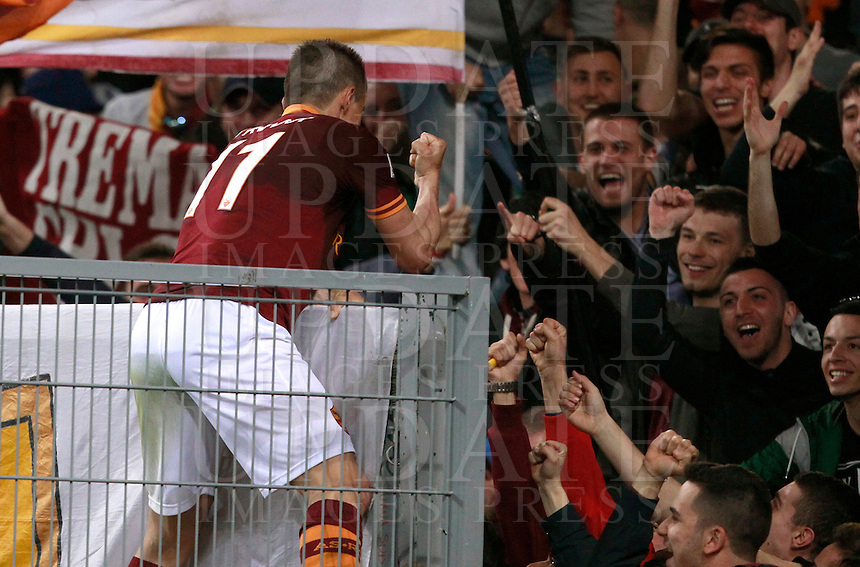 Calcio, Serie A: Roma vs Parma. Roma, stadio Olimpico, 2 aprile 2014.<br /> AS Roma midfielder Rodrigo Taddei, of Brazil, celebrates after scoring during the Italian Serie A football match between AS Roma and Parma at Rome's Olympic stadium, 2 April 2014.<br /> UPDATE IMAGES PRESS/Isabella Bonotto