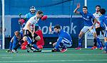 UTRECHT - Mirco Pruyser (Adam) met Lars Balk (Kampong)  tijdens de hoofdklasse hockeywedstrijd mannen, Kampong-Amsterdam (4-3). COPYRIGHT KOEN SUYK