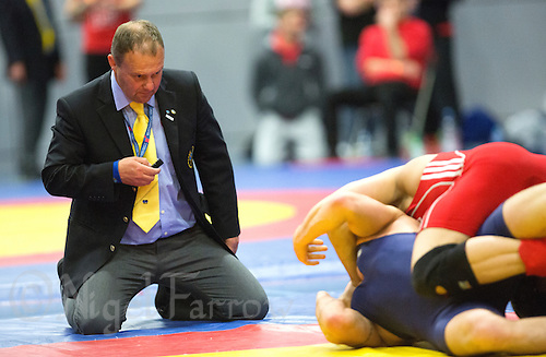 11 MAY 2014 - SHEFFIELD, GBR - A referee watches for a pin during a freestyle match at the British 2014 Senior Wrestling Championships in EIS in Sheffield, Great Britain (PHOTO COPYRIGHT © 2014 NIGEL FARROW, ALL RIGHTS RESERVED)