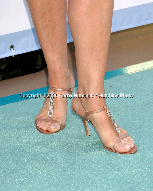 Leeza Gibbons arriving at the.Leeza's Place Care Centre Opening at the .Assistance League Center.Los Angeles, CA.April 21, 2006.©2006 Kathy Hutchins / Hutchins Photo....