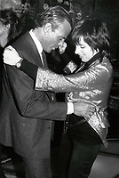 New York City<br /> 1984 <br /> Julio Iglesias anda Liza Minnelli <br /> Photo By John Barrett-PHOTOlink.net/MediaPunch