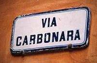 Europe/Italie/Emilie-Romagne/Bologne : Plaque de rue du nom emblématique d'un plat de la cuisine italienne - Pâtes à la carbonara