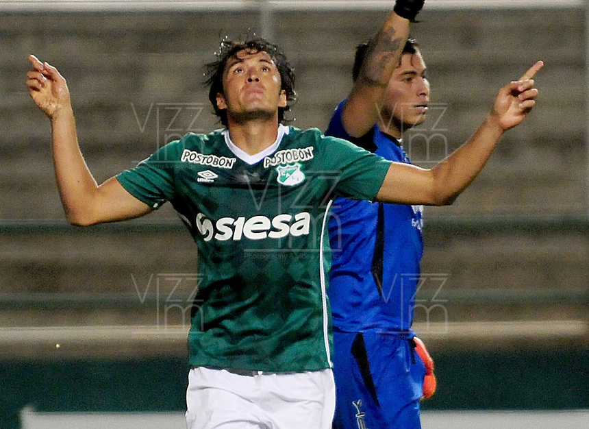 PALMIRA -COLOMBIA-14-04-2016. John Lozano (Izq) jugador del Deportivo Cali de Colombia celebra gol anotado a Bolívar de Bolivia durante partido por la fecha 5, G3, de la Copa Bridgestone Libertadores 2016 jugado en el estadio Palmaseca de la ciudad de Palmira. / John Lozano (L) player of Deportivo Cali of Colombia celebrates a goal scored to Bolivar of Bolivia during a match for the date 5, G3, of the Copa Bridgestone Libertadores 2016 played at Palmaseca stadium in Palmira city.  Photo: VizzorImage/ NR /Cont