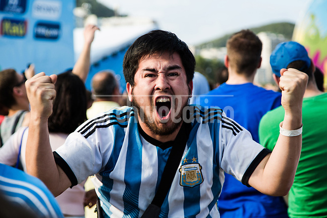Argentina fans celebrate Messi's goal during the game where Argentina had a dramatic victory over Iran 1-0, in a match played in Belo Horizonte, with last-minute goal from Lionel Messi, considered the best player in the world in recent years. Rio de Janeiro, Brazil.