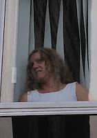 SANTO ANDRE, SP, 16 DE FEVEREIRO 2012 - JULGAMENTO LINDEMBERG ALVES - CASO ELOA -Mae de Eloa Ana Cristina Pimentel Aparece na janela do  Forum . (FOTO: ADRIANO LIMA - BRAZIL PHOTO PRESS).