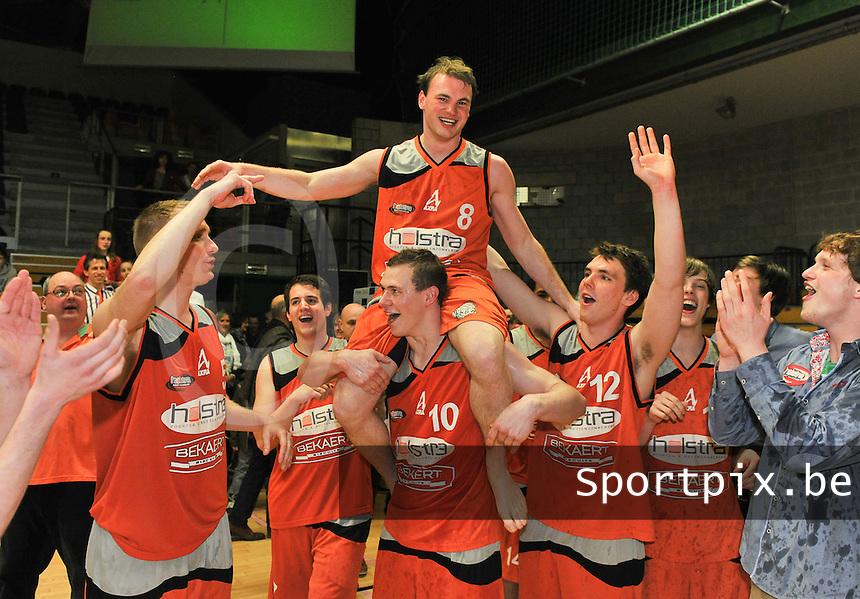Holstra Wevelgem - Melco Ieper : Holstra Wevelgem Kampioen ; vreugde bij de spelers van Wevelgem .foto VDB  / Bart Vandenbroucke