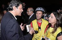 SÃO PAULO, SP, 21.08.2014 – 60 ANOS DO PARQUE IBIRAPUERA - O prefeito de São Paulo Fernando Haddad participou da cerimônia de Parabéns aos 60 Anos do Parque Ibirapuera na noite desta quinta feira, na Fonte do Parque Ibirapuera em São Paulo. Ele conversou com ciclistas sobre as faixas exclusivas para bicicletas, criadas recentemente na cidade. (Foto: Levi Bianco / Brazil Photo Press).
