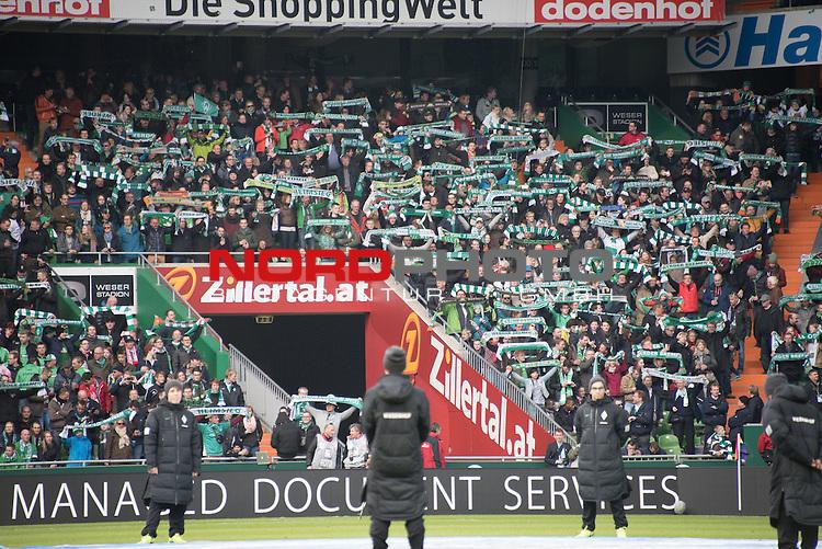 04.04.2015, Weser Stadion, Bremen, GER, 1.FBL. Werder Bremen vs 1. FSV Mainz 05, im Bild<br /> <br /> <br /> Werder Fans Westkurve<br /> Feature - Schals, singen <br /> <br /> Zillertal Werbebande<br /> <br /> Foto &copy; nordphoto / Kokenge
