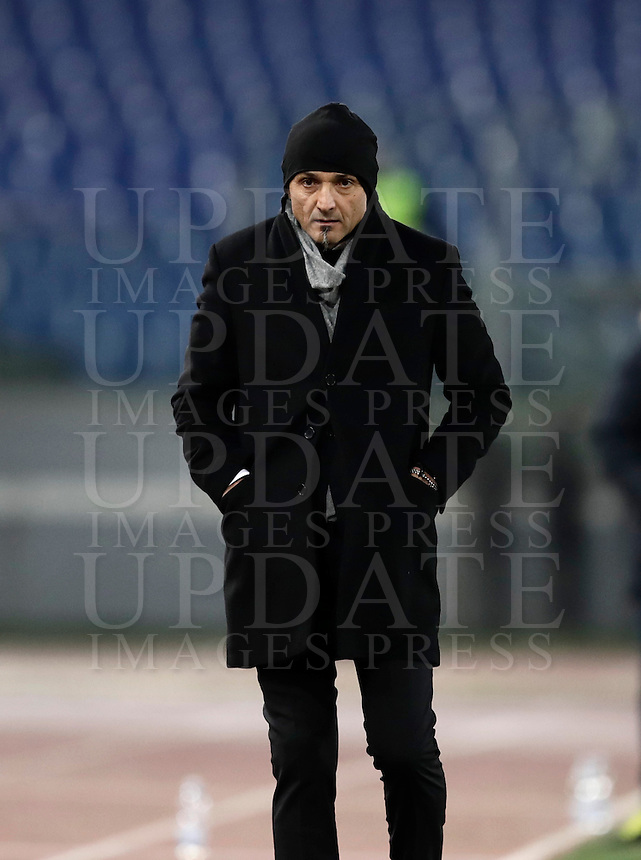 Calcio, ottavi di finale di Tim Cup: Roma vs Sampdoria. Roma, stadio Olimpico, 19 gennaio 2017.<br /> Roma's coach Luciano Spalletti walks on the pitch during the Italian Cup round of 16 football match between Roma and Sampdoria at Rome's Olympic stadium, 19 January 2017.<br /> UPDATE IMAGES PRESS/Isabella Bonotto