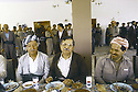 Irak 1991.Réunion du front du Kurdistan, le dejeuner avec Aziz Mohamed, Jalal Talabani et Massoud Barzani.Iraq 1991.Meeting of the Kurdish front, lunch with Aziz Mohamed, Jalal Talabani and Massoud Barzani