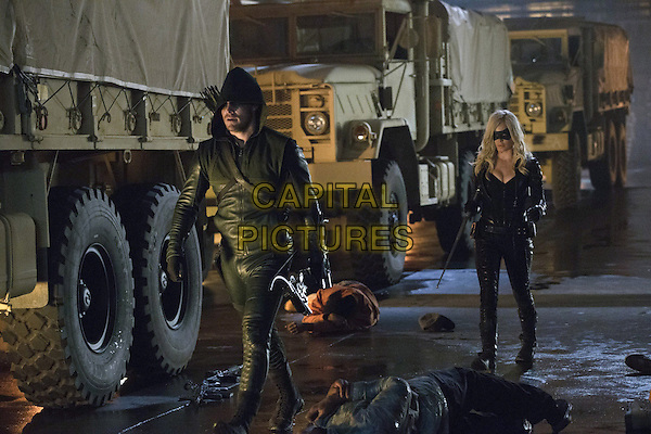Stephen Amell, Caity Lotz<br /> in Arrow (Season 2)<br /> *Filmstill - Editorial Use Only*<br /> CAP/FB<br /> Image supplied by Capital Pictures