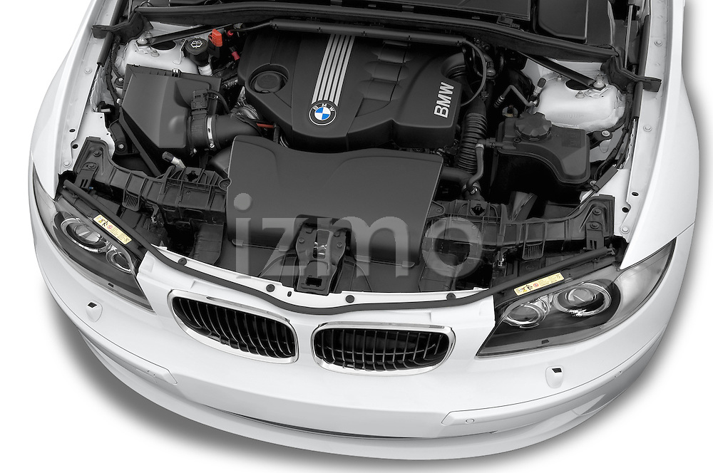 High angle engine detail of a 2007 - 2011 BMW 1-Series 123d 3 Door Hatchback 2WD.