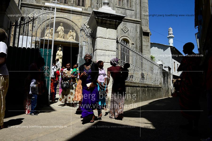 TANZANIA Zanzibar, Stone town, catholic church, sunday mass in St. Joseph cathedral / TANSANIA Insel Sansibar, Stonetown, katholische Kirche, Sonntagsmesse in der Sankt Joseph Kathedrale