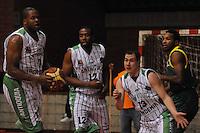 MEDELLÍN -COLOMBIA-22-04-2013. Desmond Blue (i), Brandon Crawford (c)  y Camilo Londoño (d) de Academia disputa el balón con J Dunn (d) de Bambuqueros durante partido de la fecha 3 fase II de la  Liga Direct TV de baloncesto Profesional de Colombia realizado en el coliseo de la Universidad de Medellín./ Desmond Blue (l), Brandon Crawford (c) and Camilo Londoño (r) of Academia fights for the ball with J Dunn (r) of Bambuqueros during match of the 3th date phase II of  DirecTV professional basketball League in Colombia at Universidad de Medellin coliseum.  Photo: VizzorImage/Luis Ríos/STR