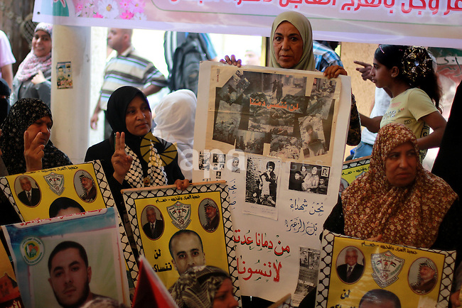 Families of Palestinian prisoners in the weekly sit-in in front of the Red Cross headquarters in Gaza City, on Aug. 12, 2013. Israel on Monday named 26 Palestinian prisoners to be freed this week under a deal enabling U.S.-backed peace talks to resume, although Palestinians said these had been undermined by newly announced plans to expand Israeli settlements. Photo by Hossam Salem