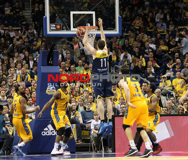 15.05.2015, O2 world, Berlin, GER, 1.BBL, ALBA Berlin vs. EWE Baskets Oldenburg, im Bild Jamel McLean (ALBA Berlin), Marco Banic (ALBA Berlin), Clifford Hammonds (ALBA Berlin), Adam Chubb (Baskets Oldenburg)<br /> <br />               <br /> Foto &copy; nordphoto /  Engler