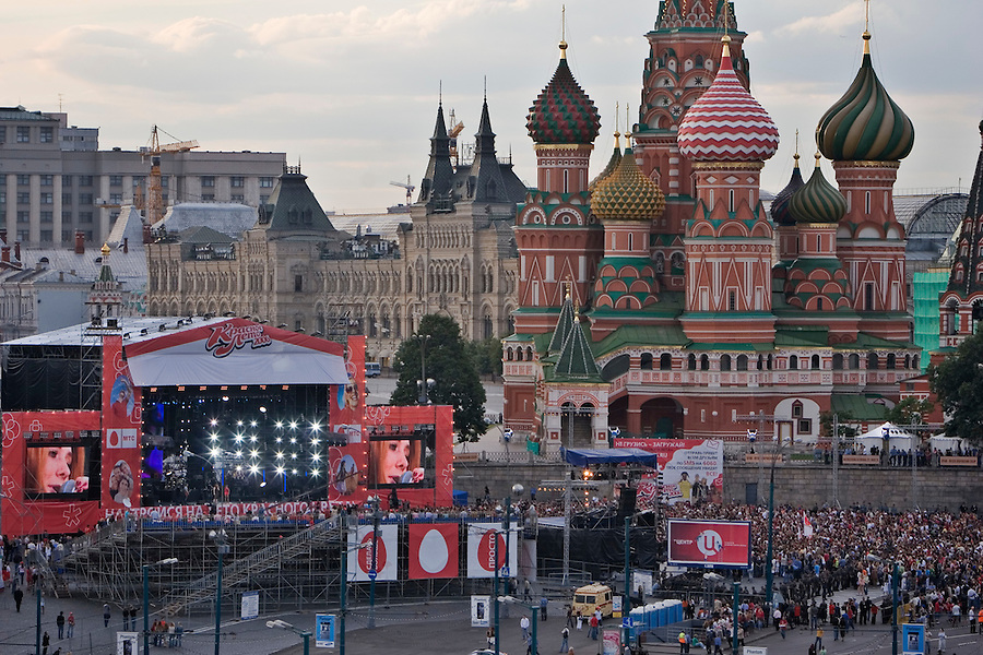 Moscow, Russia, 22/07/2006..The Krasnoe Leto [Red Summer] rock festival on Vasilisky Spusk by Red Square.