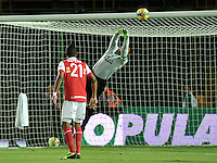 BOGOTA- COLOMBIA -15 -02-2014: Farid Mondragon, portero de Deportivo Cali en accion durante partido de la quinta fecha de la Liga Postobon I 2014, jugado en el Nemesio Camacho El Campin de la ciudad de Bogota. / Farid Mondragon, goalkeeper of Deportivo Cali in action during a match for the fifth date of the Liga Postobon I 2014 at the Nemesio Camacho El Campin Stadium in Bogoto city. Photo: VizzorImage  / Luis Ramirez / Staff