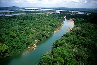 Vista aérea do Rio Xingu<br /> Altamira-Pará-Brasil28/09/01<br /> ©Foto: Paulo Santos/ Interfoto<br /> Cromo Cor 135 Rio Xingu P2 D5300 dpi/ 30 cm