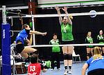 2015-10-17 / Volleybal / Seizoen 2015-2016 / Retie - VC Olen / Neefs (Olen) met de smash naast het blok van Peeters<br /><br />Foto: Mpics.be