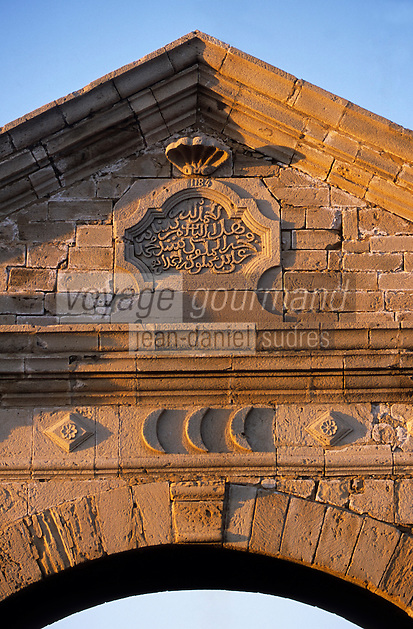Afrique/Maghreb/Maroc/Essaouira : Détail de la porte de la Marine sur le port de pêche (architecture néo-classique 1769)