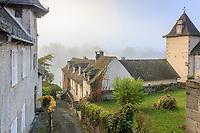 France, Correze, Dordogne valley, Argentat, Ruelle de Soulage which get down to Dordogne river // France, Corrèze (19), vallée de la Dordogne, Argentat, ruelle de Soulage qui descend vers la Dordogne