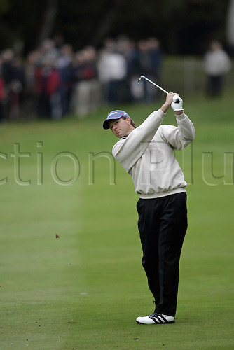 15 Oct 2004: South African golfer Retief Goosen (RSA) plays his approach shot to the 3rd green during his second round match against Lee Westwood (ENG). HSBC World Matchplay Championship, Wentworth, England. Photo: Glyn Kirk/Actionplus....041015.golf golfer iron fairway