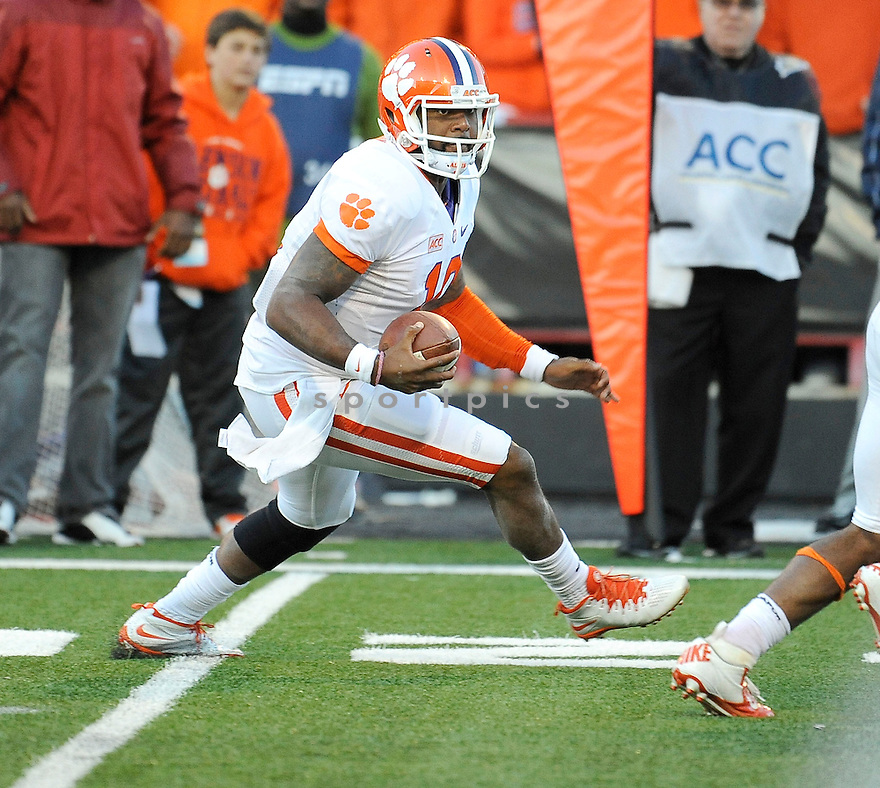 Clemson Tigers Tajh Boyd (10) during a game against the Maryland Terrapins on October 26, 2013 at Byrd Stadium in College Park, MD. Clemson beat Maryland 40-20.
