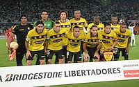 MEDELLÍN -COLOMBIA-19-03-2015. Jugadores de Barcelona de Ecuador posan apra una foto de grupo previo al encuentro entre partido  por los fase dos del grupo 7 de la Copa Bridgestone Libertadores 2015 jugado en el estadio Atanasio Girardot de Medellín, Colombia./ Players of Barcelona of Ecuador pose to a photo prior the mach with Atletico Nacional during match for the fase 2 of the key 7 of the Copa Libertadores championship 2015 played at Atanasio Girardot stadium in Medellin, Colombia. Photo: VizzorImage/León Monsalve/STR