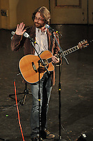 Jonathan Coulton, waving to a fan no doubt, at Century on a Spree: The Whiffenpoof Centennial (1909-2009)