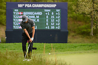 Jordan Spieth (USA) chips on to 5 during round 4 of the 2019 PGA Championship, Bethpage Black Golf Course, New York, New York,  USA. 5/19/2019.<br /> Picture: Golffile | Ken Murray<br /> <br /> <br /> All photo usage must carry mandatory copyright credit (© Golffile | Ken Murray)